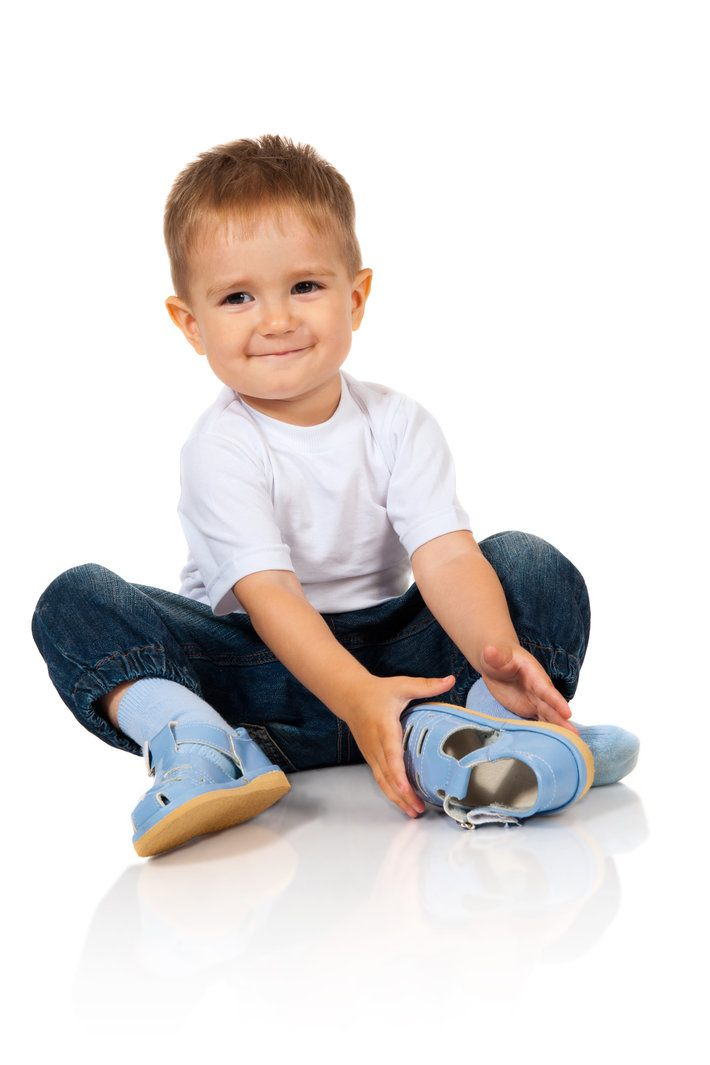 Size Guide It's important to us that the clothes you buy are the perfect fit. Please select your child's age, choose your preferred units and shoe sizing and we'll help you find the correct sizes.