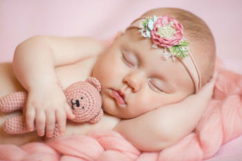 Babies-sleeping-with-their-arms-up