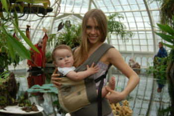 Baby-carrier-–-Consider-a-comfortable-design-for-the-parents-to-wear