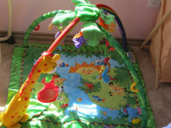Play-mat-–-Buy-a-pad-with-different-colors-dangling-toys-and-a-soft-quilt